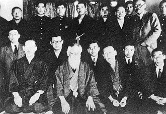 Yoshio Kodama - Tōyama Mitsuru (center), Kodama Yoshio (first row, second from right) on a meeting of the Black Ocean Society (Genyōsha)