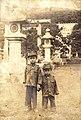 1937臺灣原住民泰雅族領袖樂信.瓦旦之子茂秀與敞夫攝於臺灣神社 Indigenous Taiwanese Atayal children in front of Taiwan Shrine.JPG
