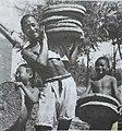 1951 年,宁阳县(原滋阳县)刘家村刘春苔互助组获得谷子高粱大丰收。这是农民正在备肥。.jpg