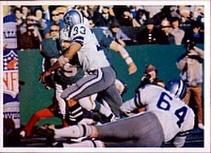1971–72 NFL playoffs - Dallas Cowboys' running back Duane Thomas rushing the ball for a touchdown in Super Bowl VI