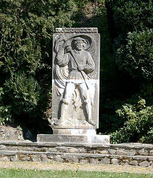 Памятник Томасу Мюнцеру с радужным флагом в Штольберге