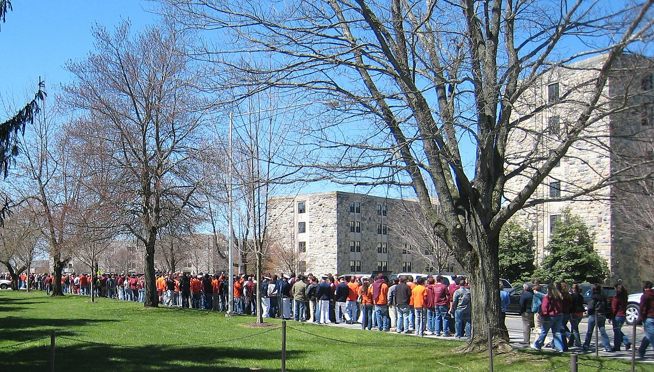 2007 Virginia Tech massacre students outside Lee.jpg