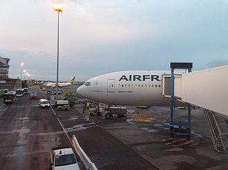 Port Bouet Airport - Image: 2012 plane Abidjan 8667222456