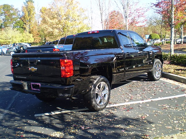 https://upload.wikimedia.org/wikipedia/commons/thumb/8/8a/2018_silverado_1500_2wd_double_cab_standard_box_custom_%28reverse%29.jpg/640px-2018_silverado_1500_2wd_double_cab_standard_box_custom_%28reverse%29.jpg
