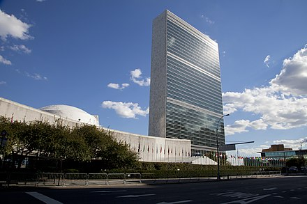 The United Nations Secretariat Building at the United Nations headquarters in New York City 67o Periodo de Sesiones de la Asamblea General de Naciones Unidas (8020913157).jpg