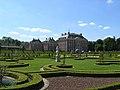 8165 Paleis Het Loo Baroktuin achter zicht op huis diagonaal.jpg