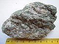 Actinolite -Ca2--Mg4.5-2.5Fe0.5-2.5-(Si8O22)(OH)2 (19633084473).jpg