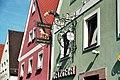 "Allersberg, Nasenschild am Gasthaus ""Goldener Löwe"".jpg"