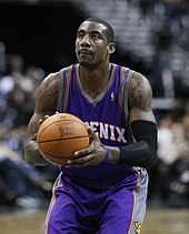 Amar'e Stoudemire preparing to shoot a free throw