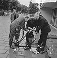 Amsterdamse Rijwiel Vierdaagse , de heer Juriaans had bij de start al een lekke , Bestanddeelnr 918-0158.jpg
