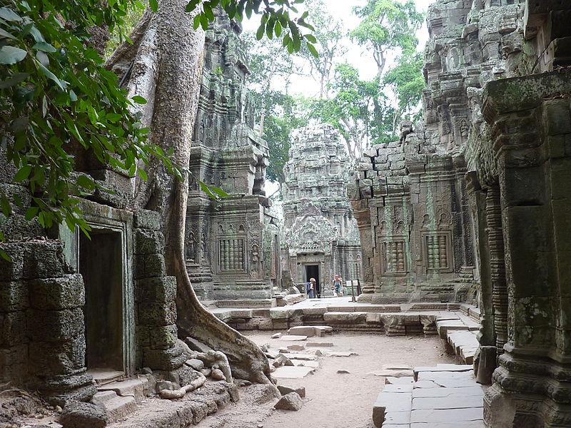 Angkor - Ta Prohm - 005 Courtyard (8580828817).jpg