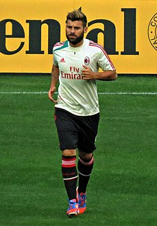 Antonio Nocerino warming up with AC Milan, 2012.jpg