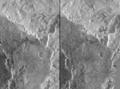 Anuket Vallis crosseye-stereo.png