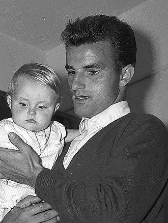 Lucien Muller - Image: Août 59. Foot. Reportage sur le TFC (1959) 53Fi 6450 (Lucien Muller)