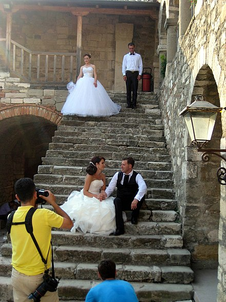 Hookup and marriage traditions in spain