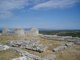 Arheološka zona Bribirska glavica 4.jpg