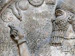 Ασσύριος βασιλιάς και το σύμβολο της ηλιακής θεότητας