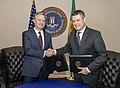 Assinatura do acordo entre O Serviço de Alfândega e Proteção de Fronteiras do Departamento de Segurança Interna e o Bureau Federal de Investigações (FBI) (33557809228).jpg