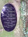 Ausschnitt Grabmal Jakob Henkenhaf Bergfriedhof Heidelberg.jpg