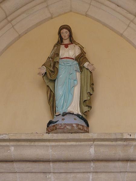 Béthelainville (Meuse) église, statue de la Vierge sur la façade
