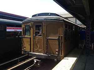AB Standard (New York City Subway car) - Image: BMT Standard at Brighton Beach