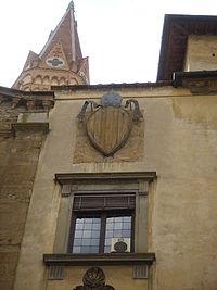Badia fiorentina, stemma ugo di toscana.JPG
