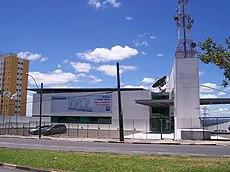 Prédio do Grupo Bandeirantes de Comunicação em Campinas: nele estão sediadas a TV Band Campinas e as rádios BandNews FM, Bandeirantes AM, Educadora FM e Nativa FM, além da edição local do jornal Metro.