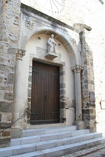 Bassan (Hérault) - portail de l'église Saint-Pierre aux liens.