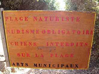 Île du Levant - Board at the trail to the beach