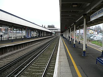 Beckenham Junction station - Image: Beckenham Junction station looking east