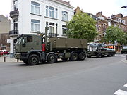 Belgique-2009 07 21-Fête nationale-Retour du défilé militaire-Avenue Chazal (14)