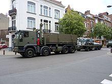 Belgique-2009 07 21-Fête nationale-Retour du défilé militaire-Avenue Chazal (14) .JPG