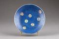 Blå tallrik gjord i Kina - Hallwylska museet - 95910.tif