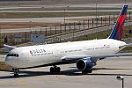 Boeing 767-432 ER Delta Airlines N825MH (9410600498).jpg
