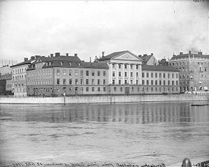 Bondeska paladset 1898.   Til venstre ses det højere Hildebrandska hus mod det nuværende Rosenbadspark