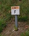 Borne kilométrique D86E3 (Jura, France) avec lettre F.jpg
