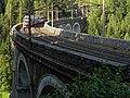 Breitenstein - Semmeringbahn - Regionalzug auf dem Viadukt Kalte Rinne vor Einfahrt in den Pollerostunnel.jpg