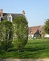 Breuil-le-Sec - Château des Etournelles et grange.JPG