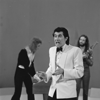 Bryan Ferry - Ferry performing with Roxy Music on Dutch television in 1973