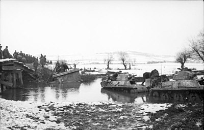 German forces with French-made H39 tanks fording a river. Bundesarchiv Bild 101I-173-1103-25, Balkan, Beutepanzer H39.jpg