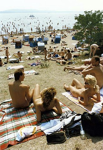 Culture of East Germany - Public nudist area at Müggelsee, Ostberlin (1989)