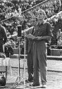 Bundesarchiv Bild 183-48465-0055, Leipzig, Turn- und Sporttreffen, Rede von Karl Namokel.jpg