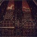 COLLECTIE TROPENMUSEUM Beschilderd houtsnijwerk op de voorgevel van een Toraja huis TMnr 20018482.jpg