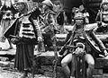 COLLECTIE TROPENMUSEUM Een groep krijgers in Bawodobara TMnr 60024847.jpg