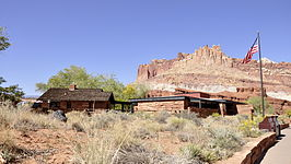Capitol Reef NP Visitor Center en The Castle 2-10-2012 14-12-24.JPG