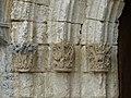 Cercles église portail chapiteaux.jpg