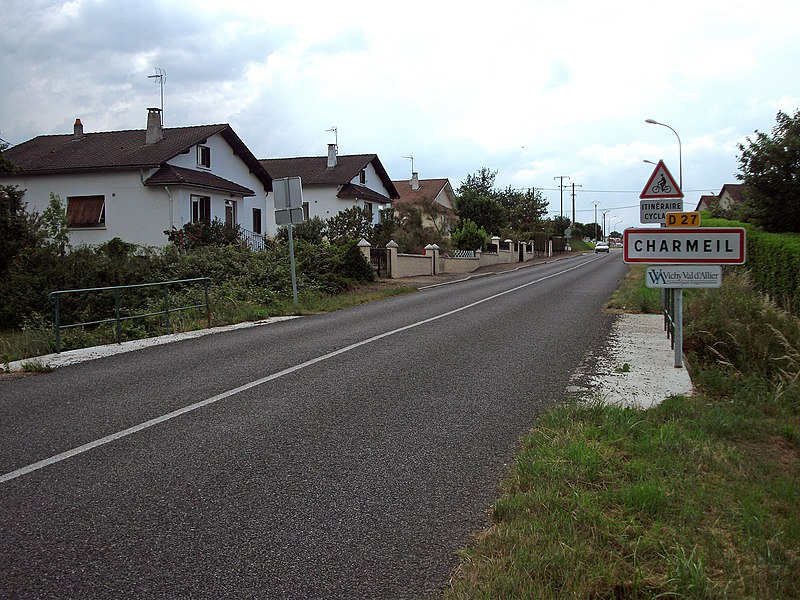 Entrance of Charmeil by departmental road 27 from Boutiron bridge.