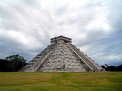 La Pirámide de Kukulcán en la zona arqueológica de Chichén Itzá.