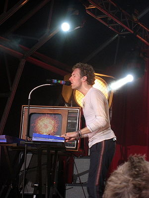 """Fix You - Chris Martin playing """"Fix You"""" on a synthesiser during the band's 2008 Viva la Vida Tour"""