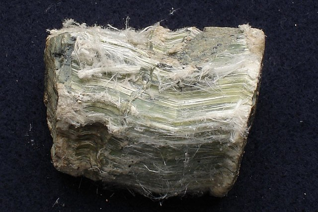 Crisotilo - fractura astillosa fibrosa mineral